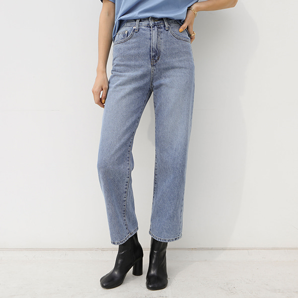 Straight Cut High Waist Jeans