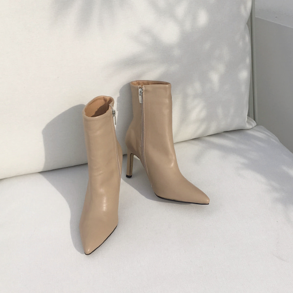 Pointed Toe Slim Heel Boots
