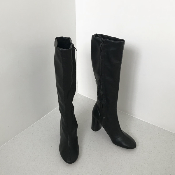 Cylindrical Heel Tall Boots