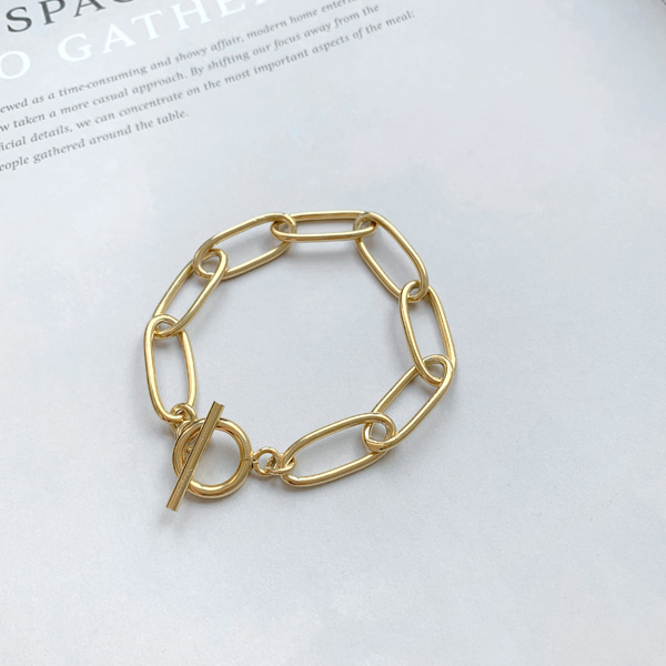 Toggle Closure Chain Bracelet